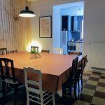 Eetkamer met zicht op keuken